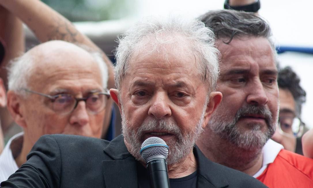O ex-presidente Luis Inácio Lula da Silva discursa no Sindicato dos Metalúrgicos do ABC um dia após ser libertado da carceragem da Polícia Federal de Curitiba Foto: Jefferson Coppola / Agência O Globo