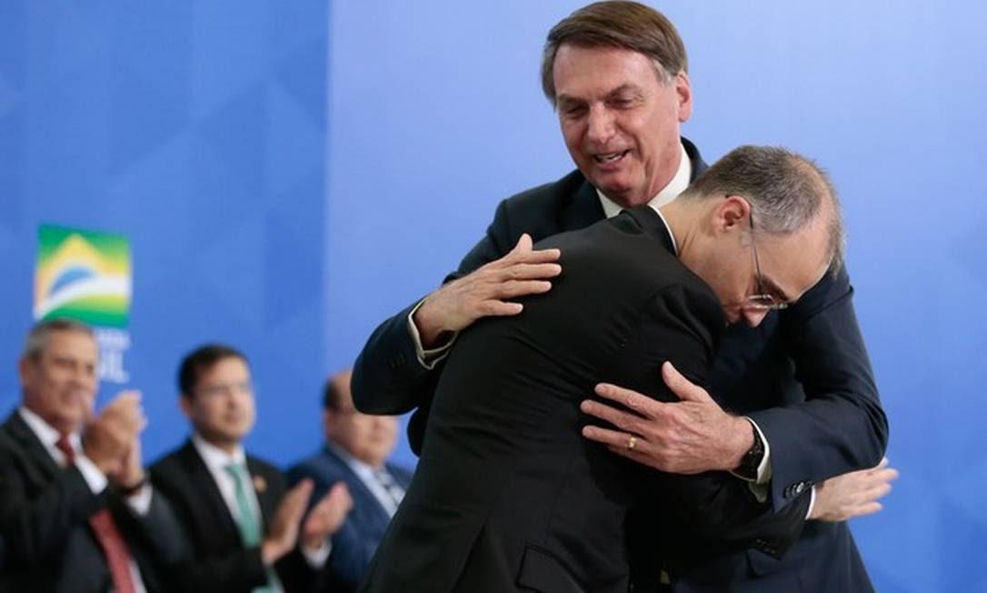 Jair Bolsonaro e André Mendonça, ministro da Justiça, que voltou a pedir abertura de inquérito com base na Lei de Segurança Nacional por ofensas ao presidente Foto: Carolina Antunes/PR